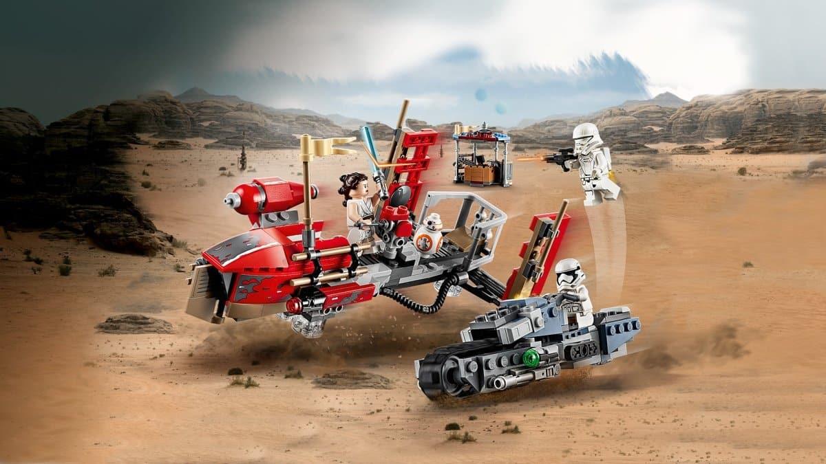 LEGO Star Wars 75250 Pasaana Speeder Chase play