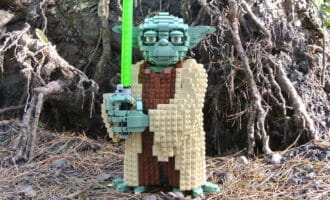 LEGO Star Wars Attack of The Clones Yoda 75255 play